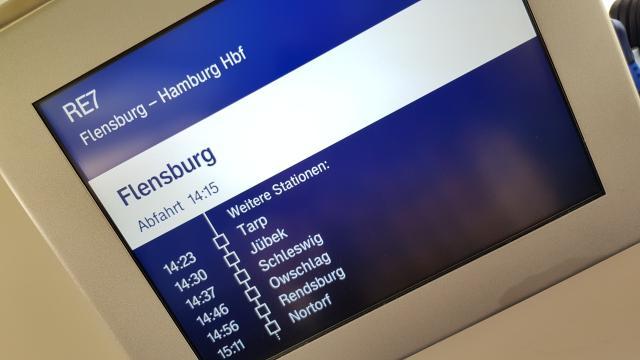 Display Bahnfahrt Reiseblog Reisebericht