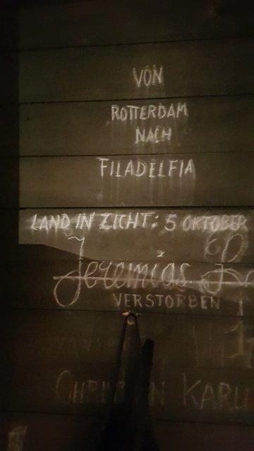 Schriftzug im Inneren des Segelboots im Museum MENNO-Dorf